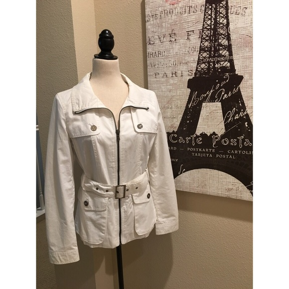 Zara Jackets & Blazers - 🌷🌼 Beautiful white belted jacket 🧥